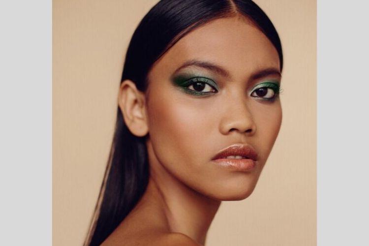 Intip 7 Potret Laras Sekar, Model Iklan Lini Kosmetik Kim Kardashian