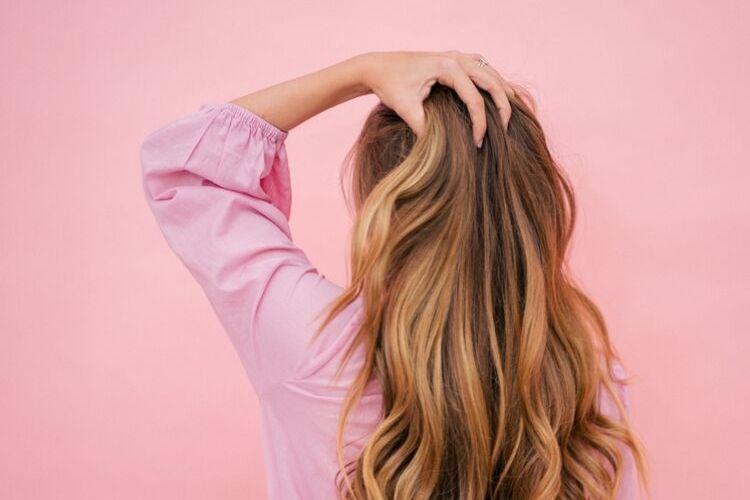 7 Penyakit yang Ditandai dengan Rambut Rontok, Jangan Disepelekan ya!