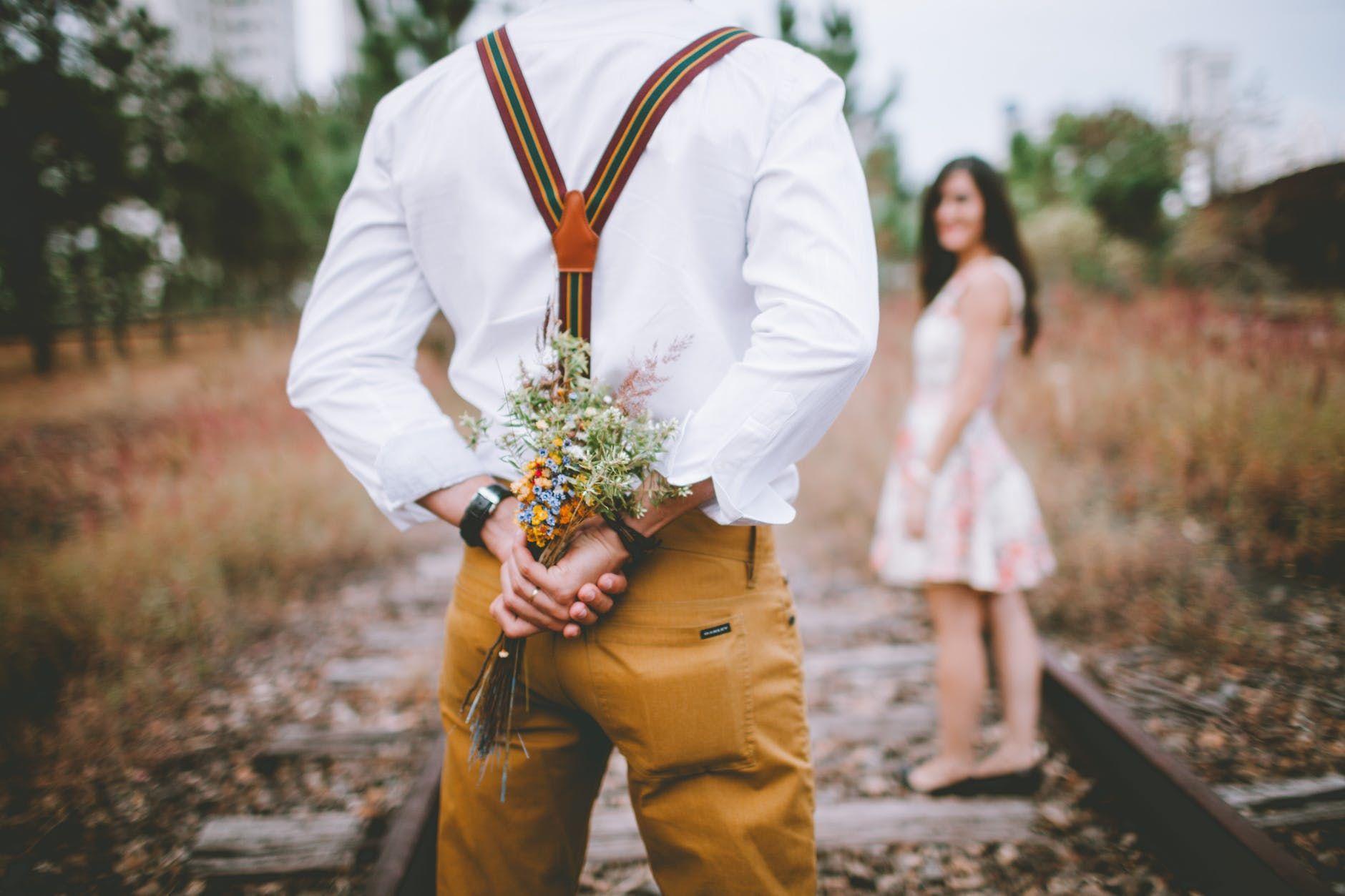 25 Caption Cinta Romantis untuk Percantik Feed Instagram