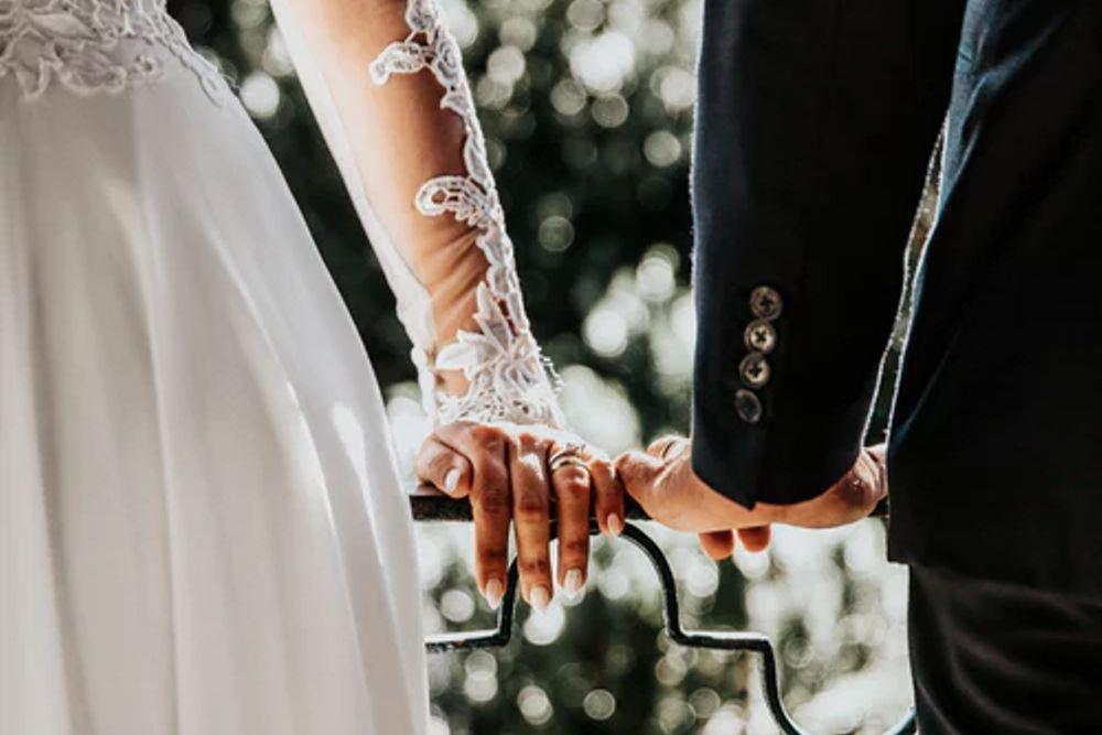 Perempuan Ini Pergoki Calon Suaminya Selingkuh Sehari Sebelum Nikah