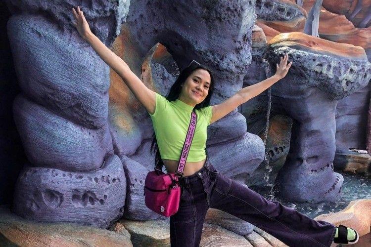 Trik Berpenampilan Kekinian a la Sheryl Sheinafia