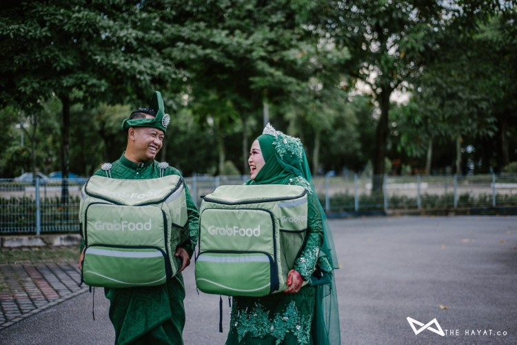 Unik! Pasangan Ini Lakukan Foto Pernikahan dengan Tema Ojek Online