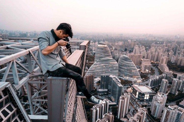 16 Foto Ini Buktikan Orang Lebih Butuh Uang Daripada Sayang Nyawa