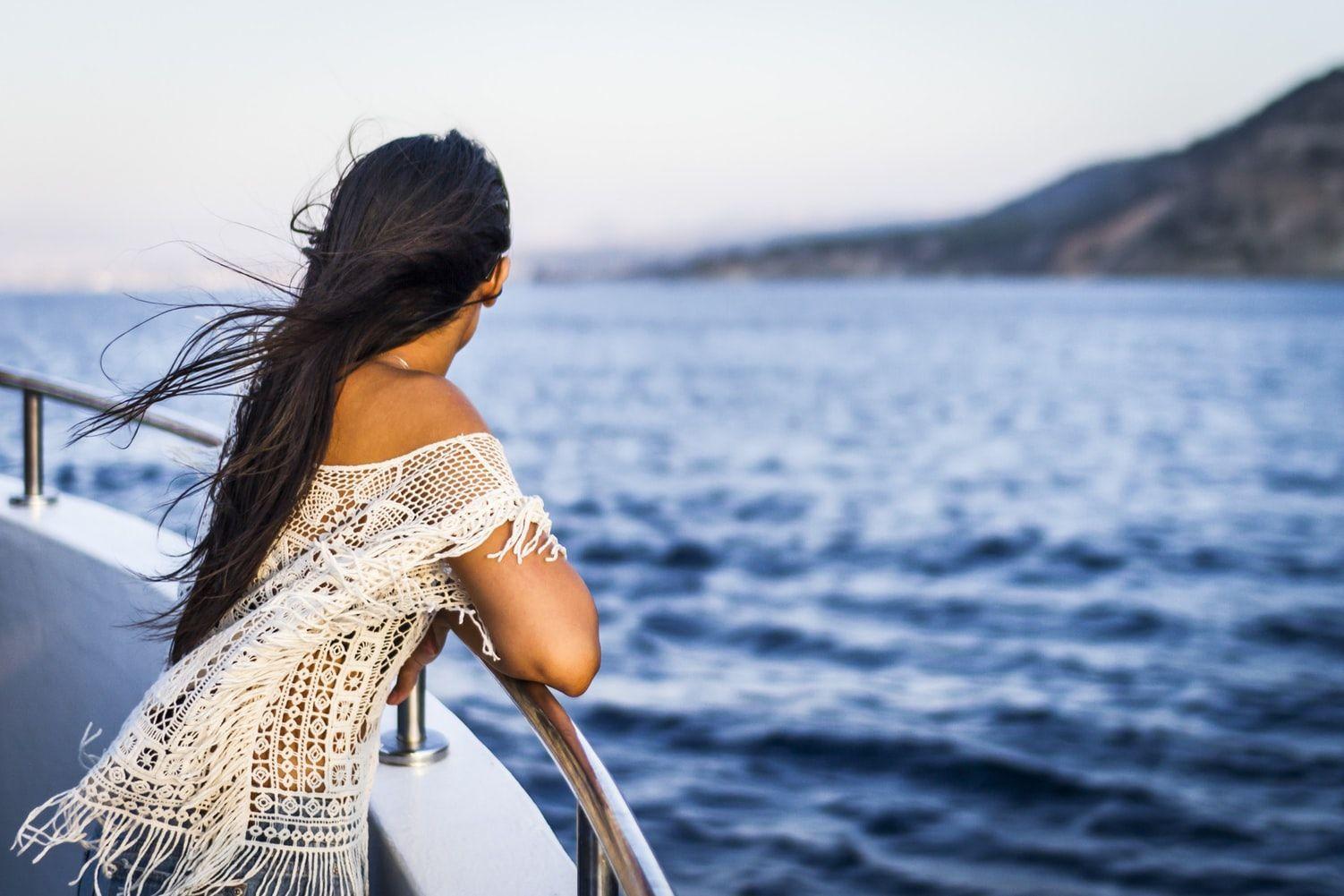 5 Cara Atasi Mabuk Laut Saat Traveling Menggunakan Kapal