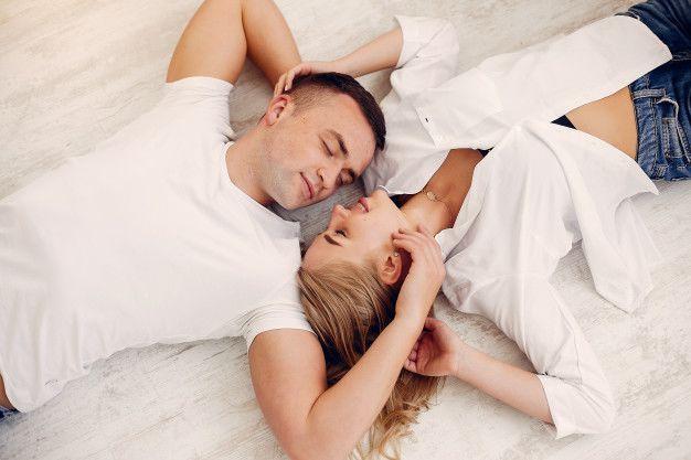 7 Cara Mengajak Istri Berhubungan Intim