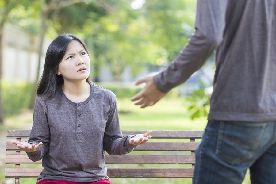 7 Ciri-Ciri Suami Selingkuh yang Banyak Nggak Disadari Para Istri