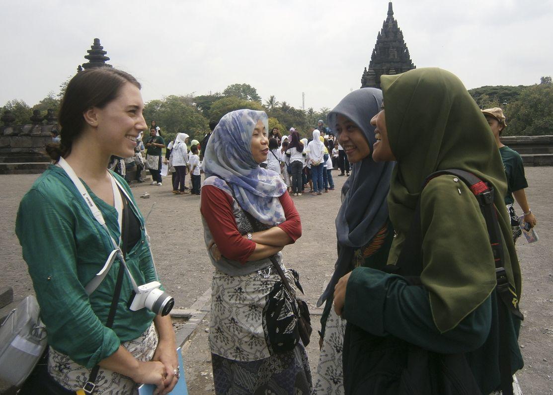 10 Kalimat Basa-Basi Khas Indonesia Ini Pasti Sering Kamu Temui