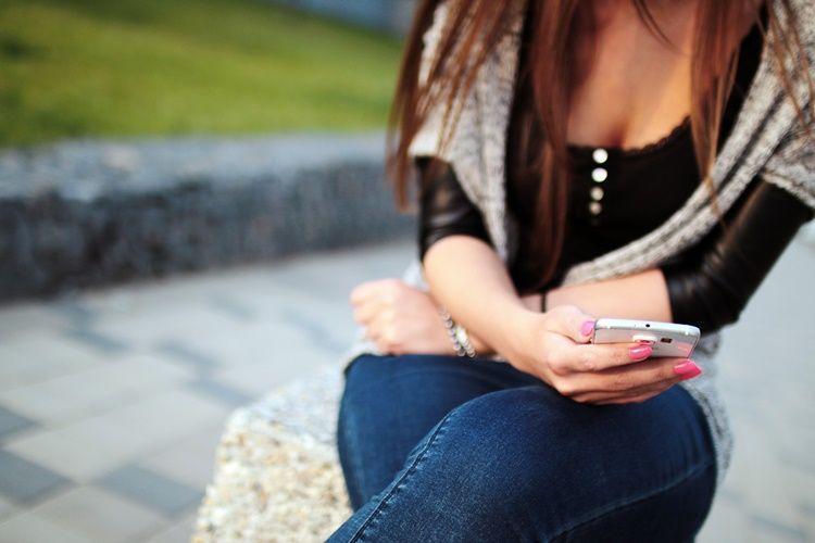 Wajib Tahu! 6 Kebiasaan Chatting Ini Ternyata Nggak Disukai Laki-Laki