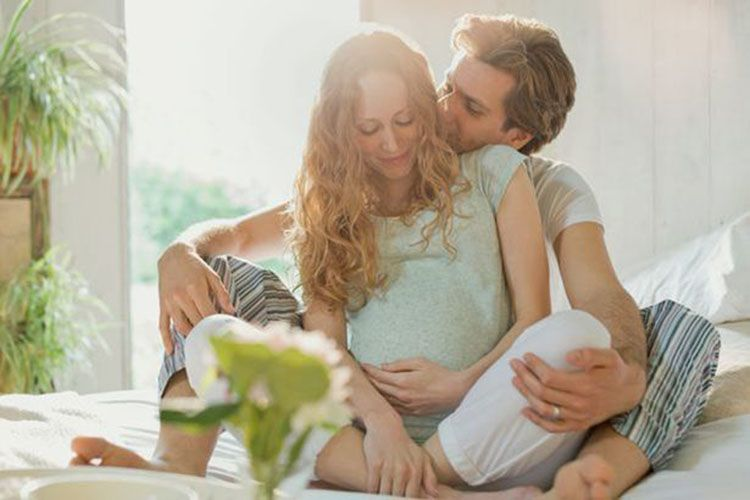 5 Pantangan Suami Saat Istri Hamil, Mitos atau Fakta?