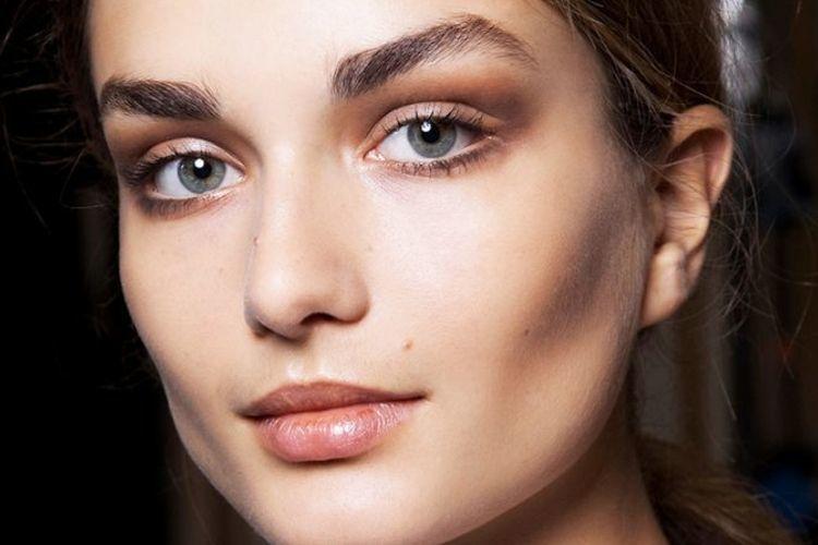 5 Tips Menggambar Alis Mata yang Sempurna & Simetris bagi Pemula