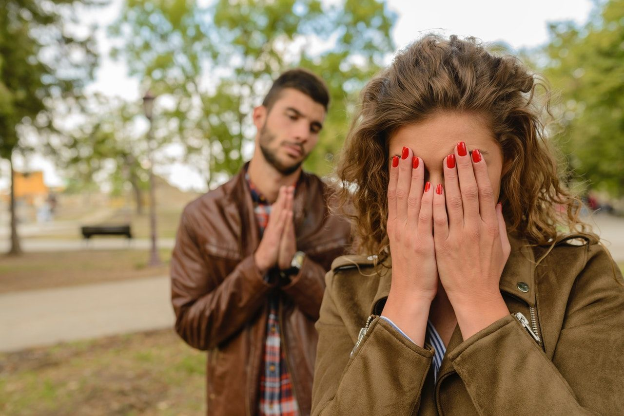 Penyebab Suami Suka Bohong dan Cara Menghadapinya