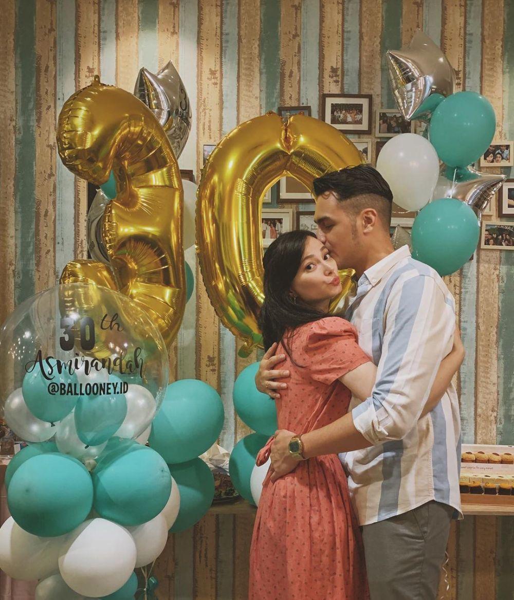 Sempat Terganjal Restu, Pernikahan 6 Pasangan Ini Berakhir Bahagia