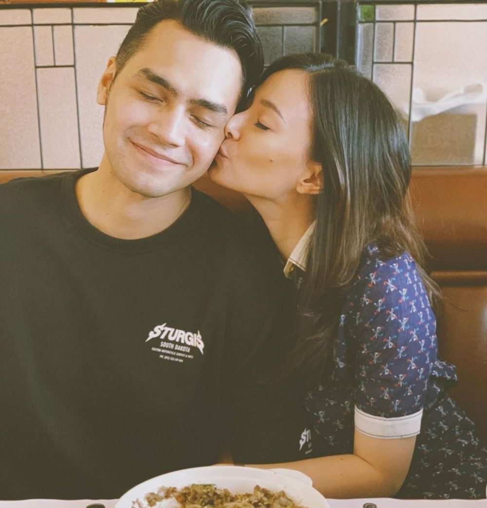 Sempat Cinta Lokasi, Kisah 10 Pasang Seleb Ini Berakhir di Pelaminan