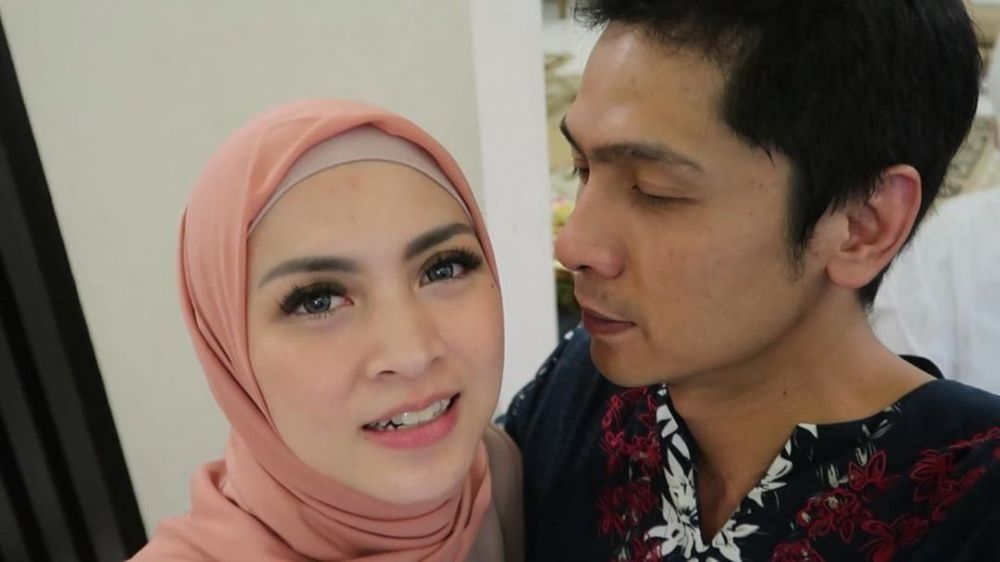 Lima Tahun Menikah, 10 Potret Mesra Donita & Adi Nugroho
