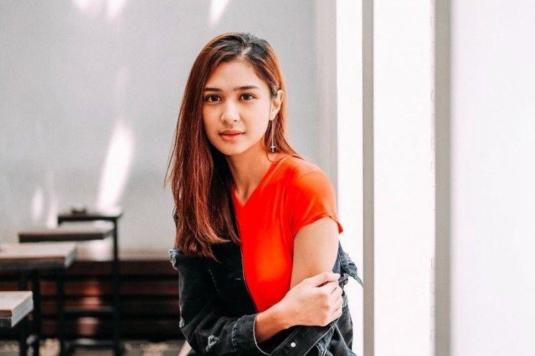 Tahu Nggak, Ternyata Seleb Indonesia Ini Punya Nama Panjang Banget!
