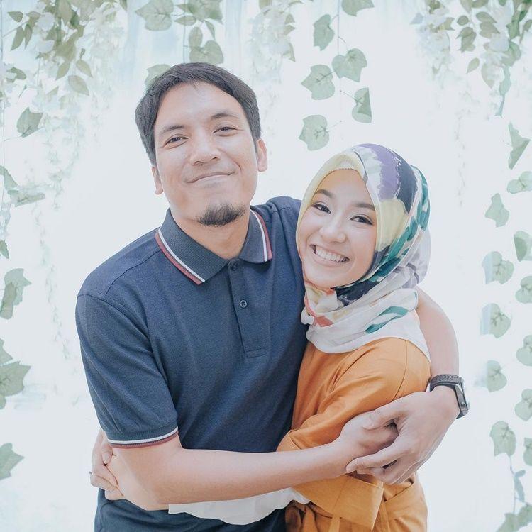 Menikah di Usia Muda, Rumah Tangga 10 Artis Ini Makin Harmonis & Mesra