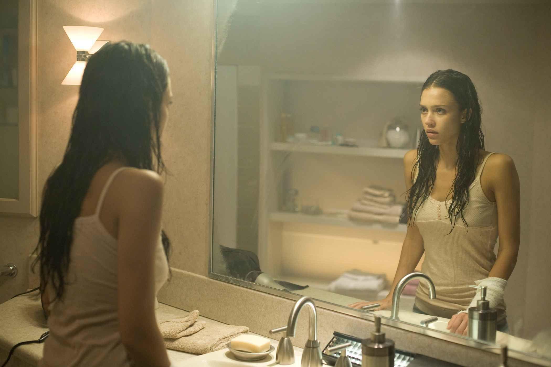 9 Judul Film Klasik Ini Serem  Bikin Nggak Bisa Tidur