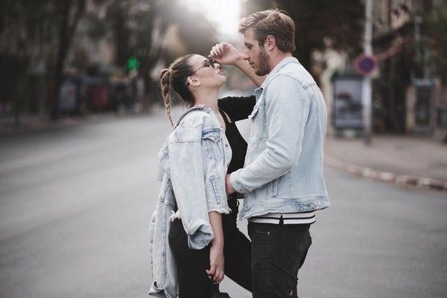 7 Hal yang Dialami Pasangan Usai Menikah, Aneh tapi Makin Cinta