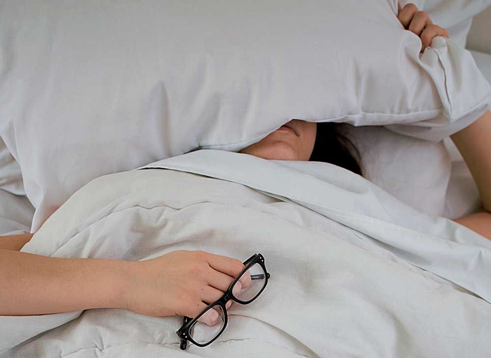 Bukan Karena Setan, Ini Lho Kenapa Orang Bisa Ketindihan Saat Tidur!