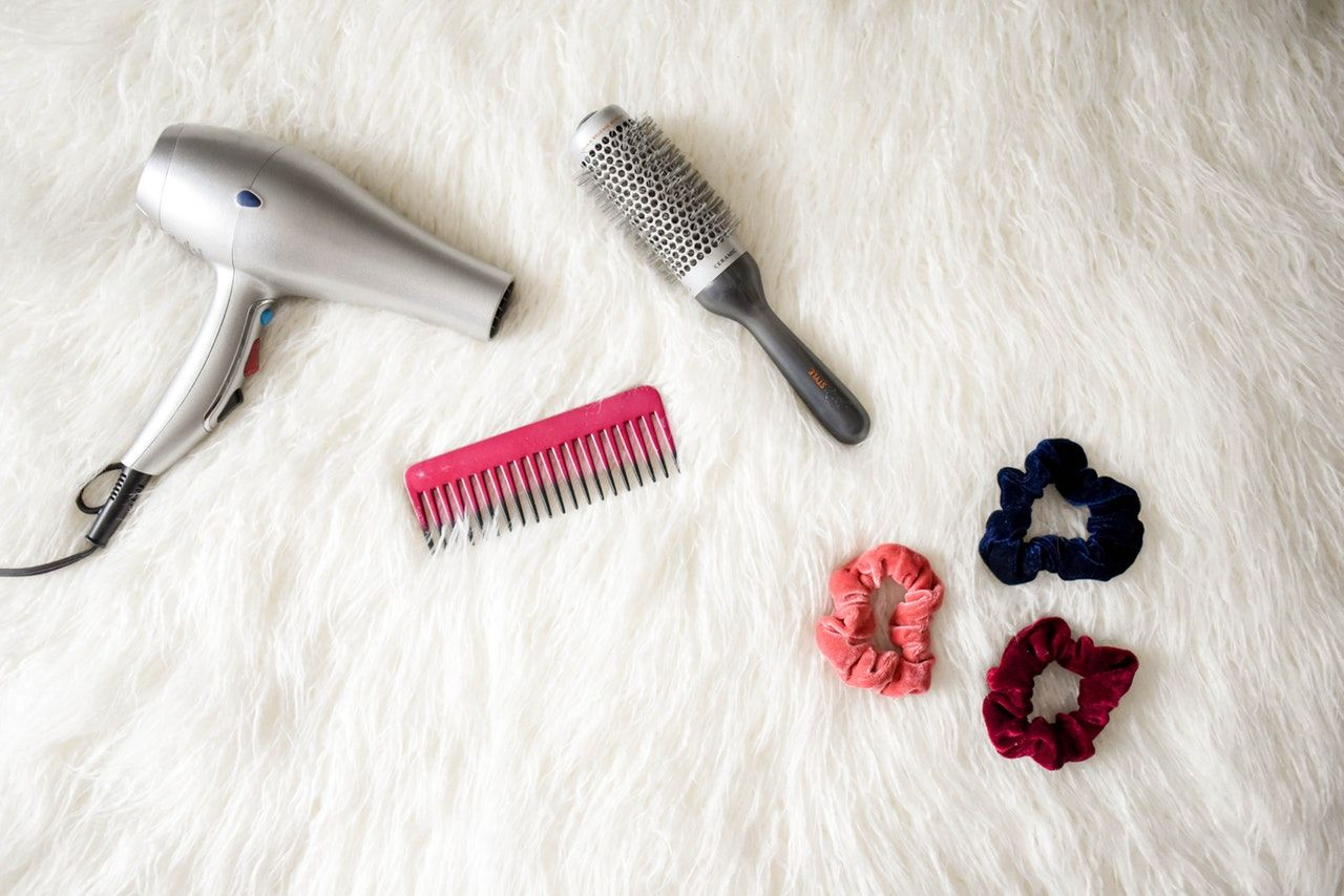 Punya Rambut Tipe Fine Hair? Ini 11 Cara Membuatnya Terlihat Tebal
