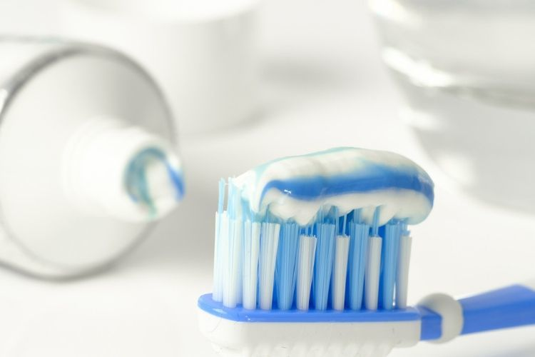 Ini 7 Cara Mudah Kembalikan Warna Putih pada Gigi