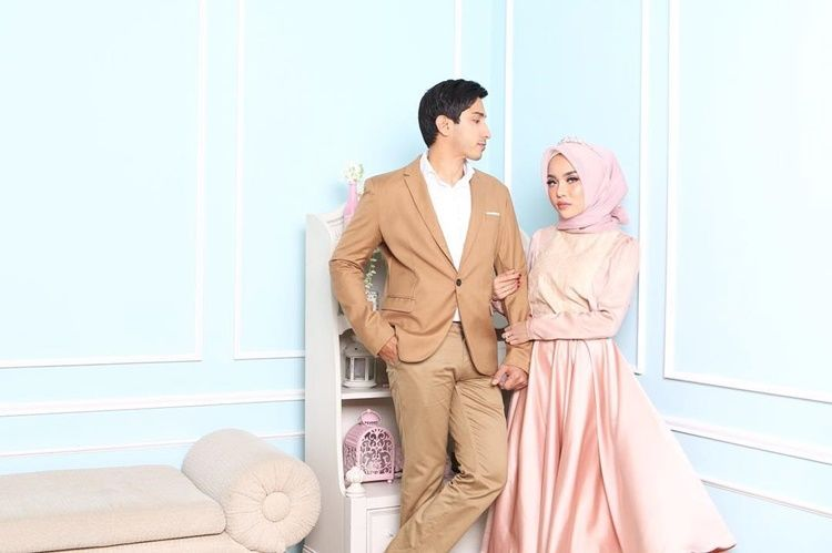 Saling Melengkapi, Intip 10 Potret Manis Medina Zein dan Lukman Azhari