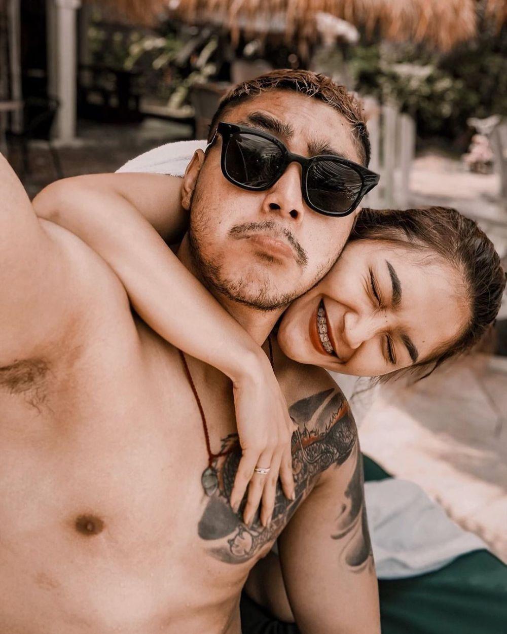 Pengantin Baru, Intip Mesranya Pernikahan Siti Badriah dan Suami