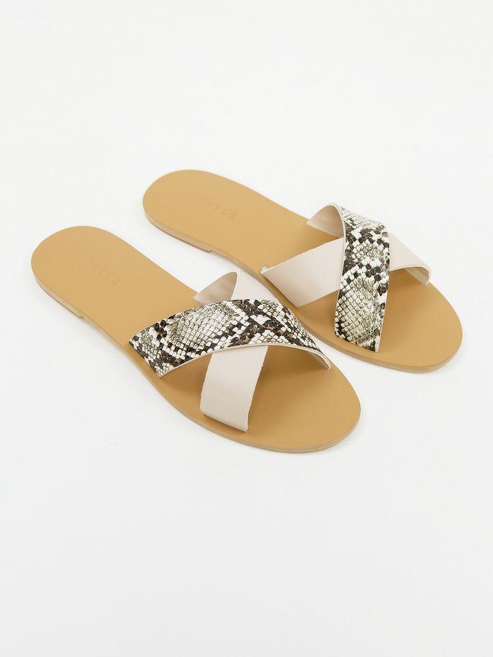 #PopbelaOOTD: Mau Liburan ke Pantai? Andalkan Sandal Ini!