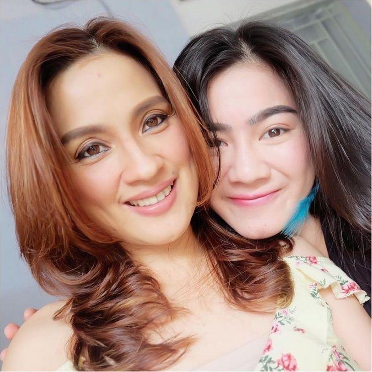 Bak Kakak-Adik, Ini 10 Potret Kompak Felicya Angelista dan Ibunda