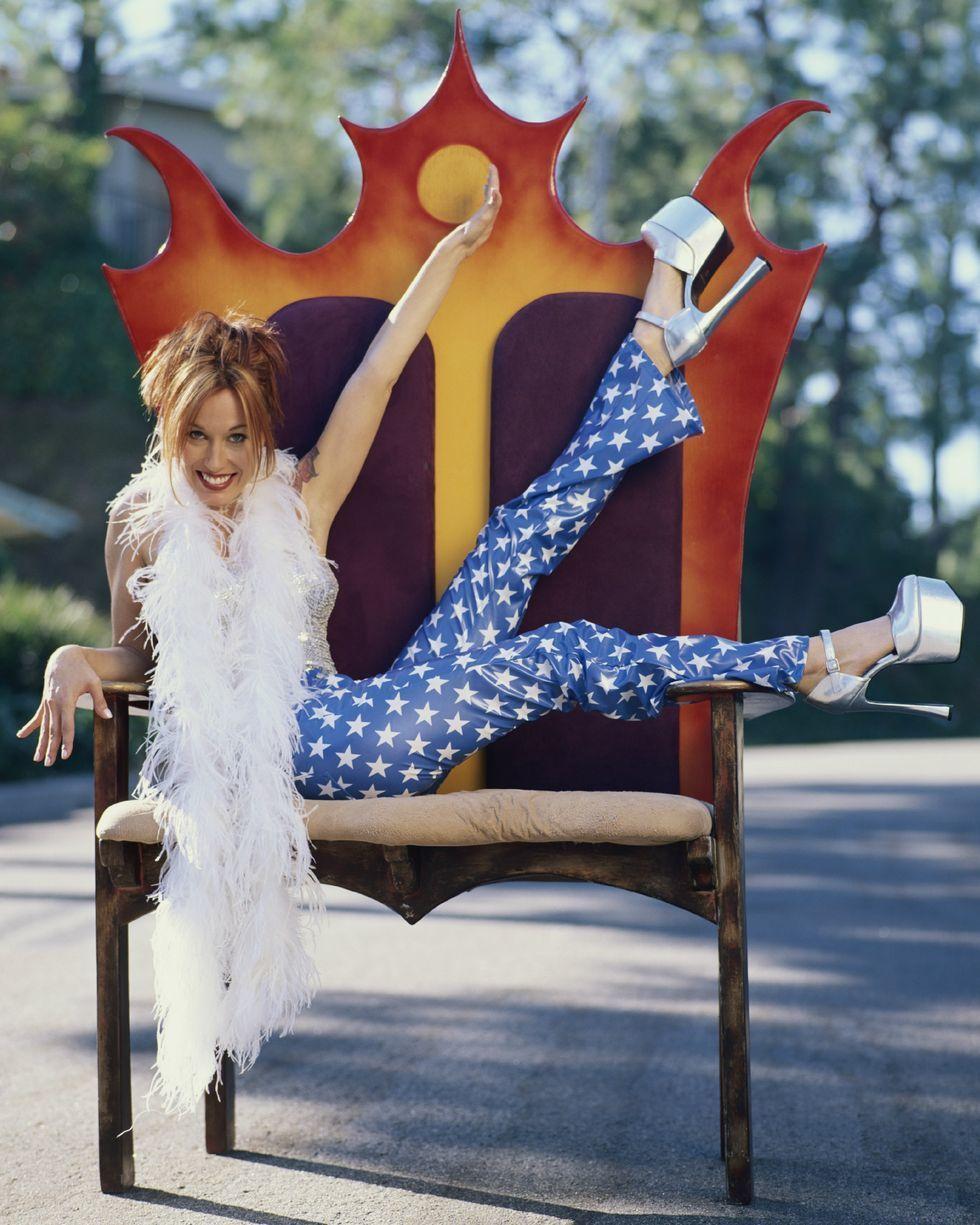 Trend Fashion 90an yang Bikin Kamu Nostalgia