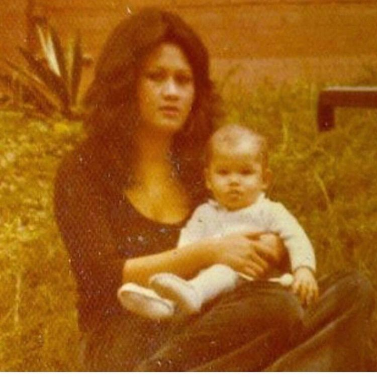 Jarang Disorot, Ini 10 Potret Kedekatan Tamara Bleszynski & Sang Ibu