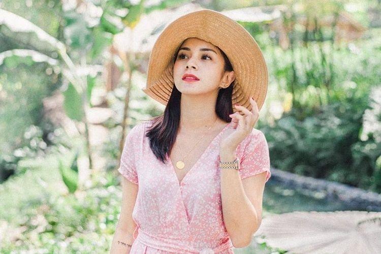 Pacaran dengan Bule, Ini 10 Potret Mesra Kirana Larasati & Kekasih