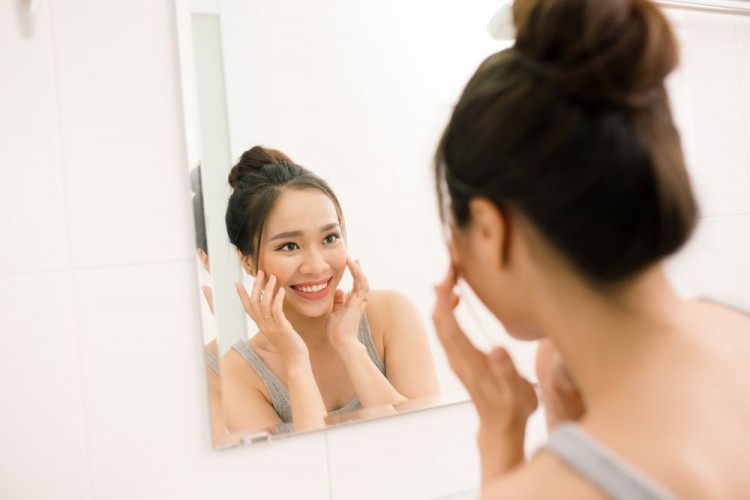 Setelah Hapus Makeup, 6 Langkah Ini Bisa Bikin Wajahmu Sehat