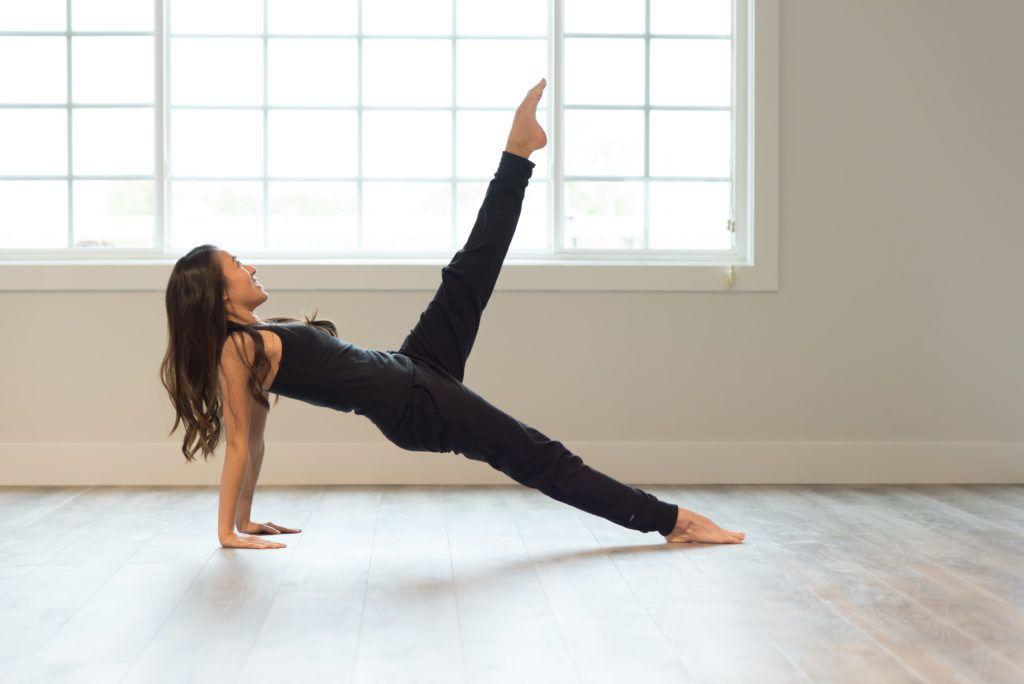 Terlihat Mirip, Ini Perbedaan Yoga dan Pilates yang Harus Kamu Tahu