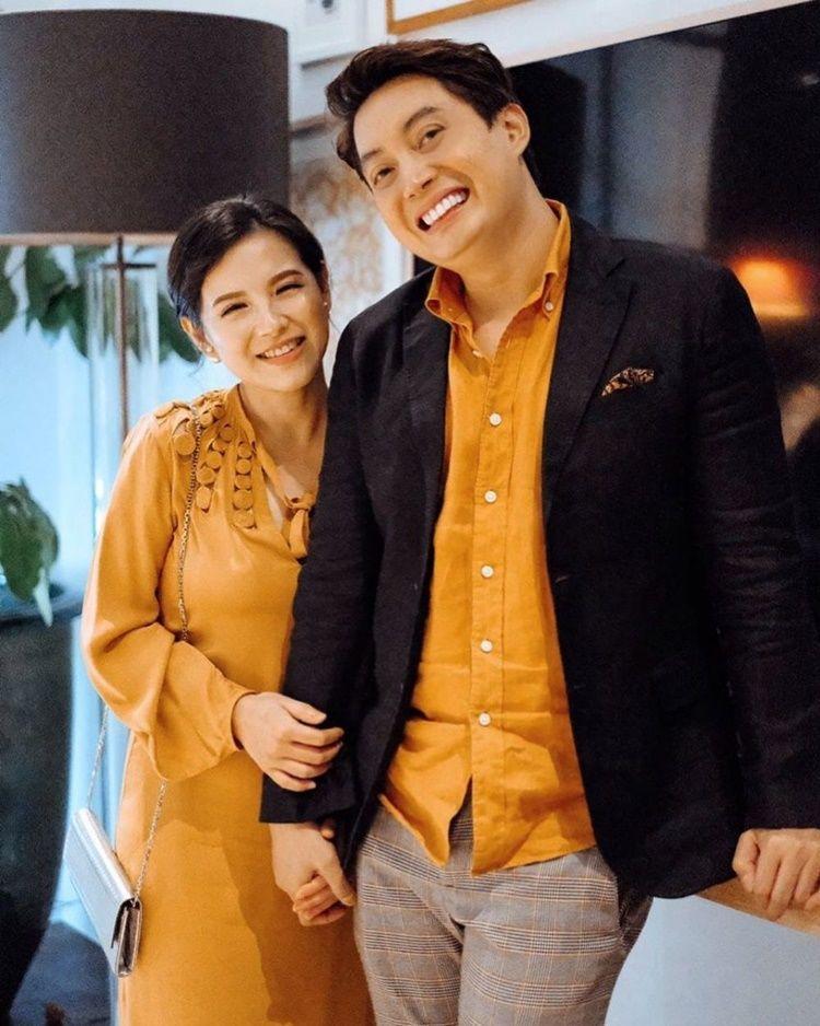 9 Potret Pasangan Artis yang Makin Mesra Setelah Menikah, Gemas!