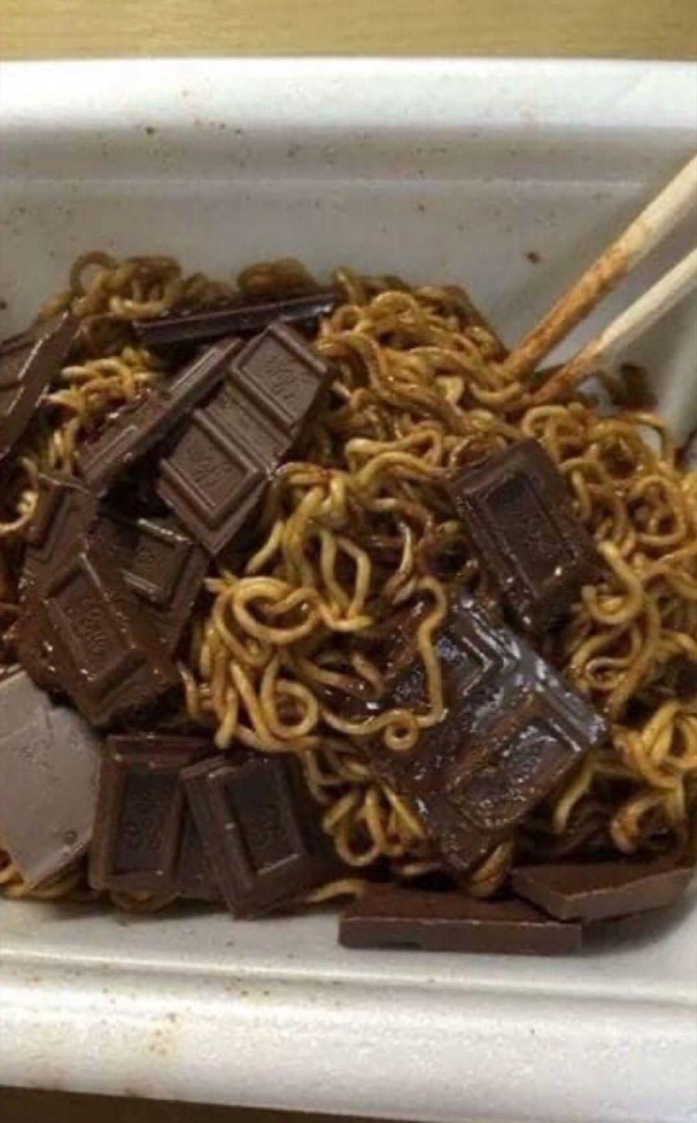 13 Foto Makanan Nyeleneh yang Bisa Bikin Chef Arnold Emosi!