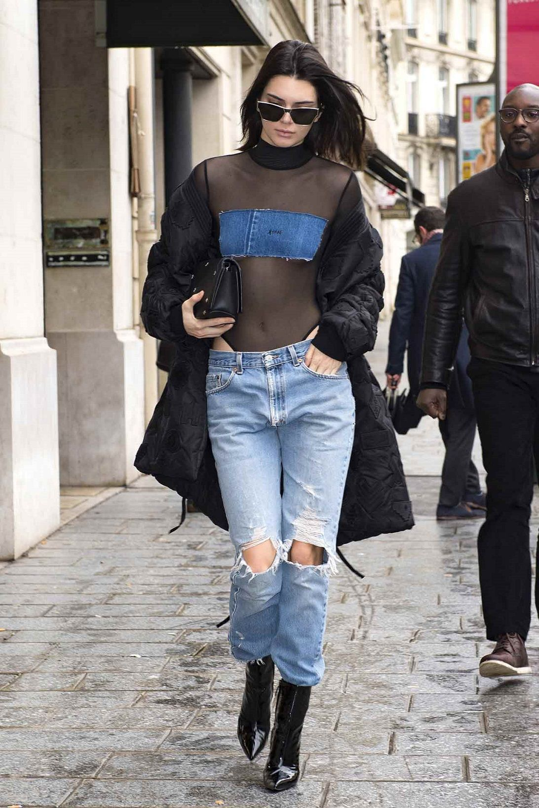 Upgrade Gayamu Pakai Ripped Jeans