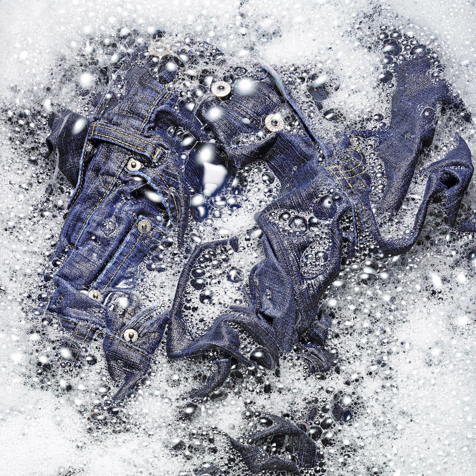 Sering Salah! Begini Cara Mencuci Ripped Jeans yang Benar