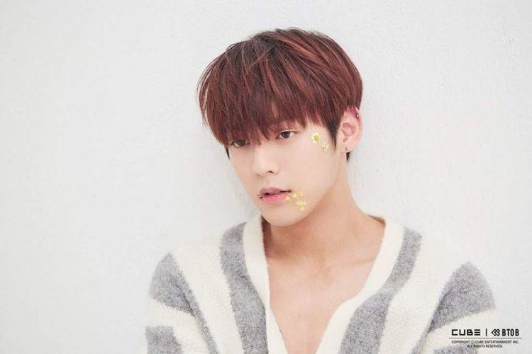 Sedih Banget, 8 Idol K-Pop Ini Pernah Patah Hati Karena Cewek!