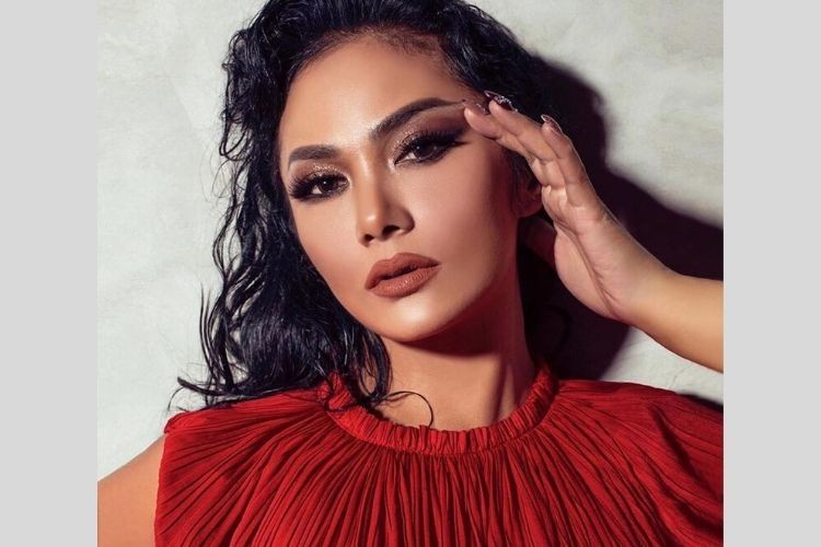 Mulai Dari Soft Hingga Bold, Begini Transformasi Makeup Krisdayanti