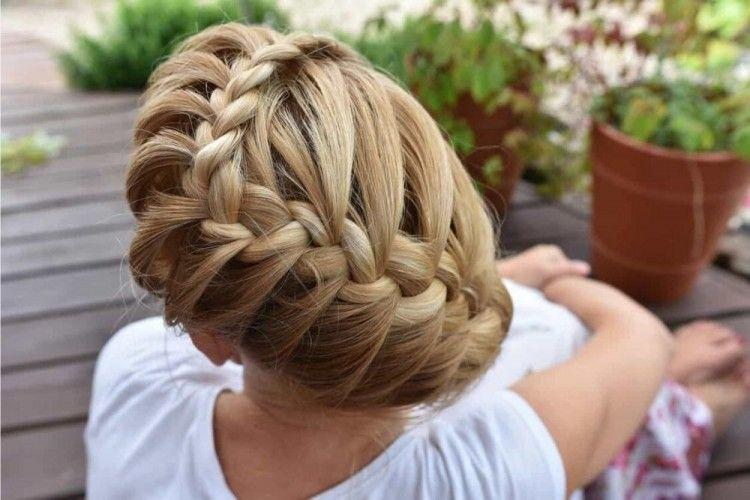 5 Gaya Kepang Rambut Ini Bikin Penampilan Kamu Makin Beda