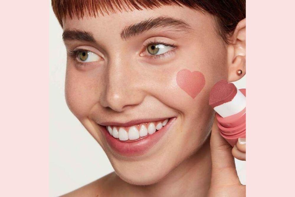 Terapkan 7 Tips Ini agar Blush On Kamu Awet Seharian