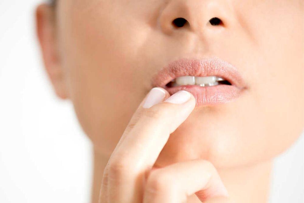 Tanpa Disadari, 5 Kebiasaan Ini Justru Bisa Bikin Bibir Kamu Kering