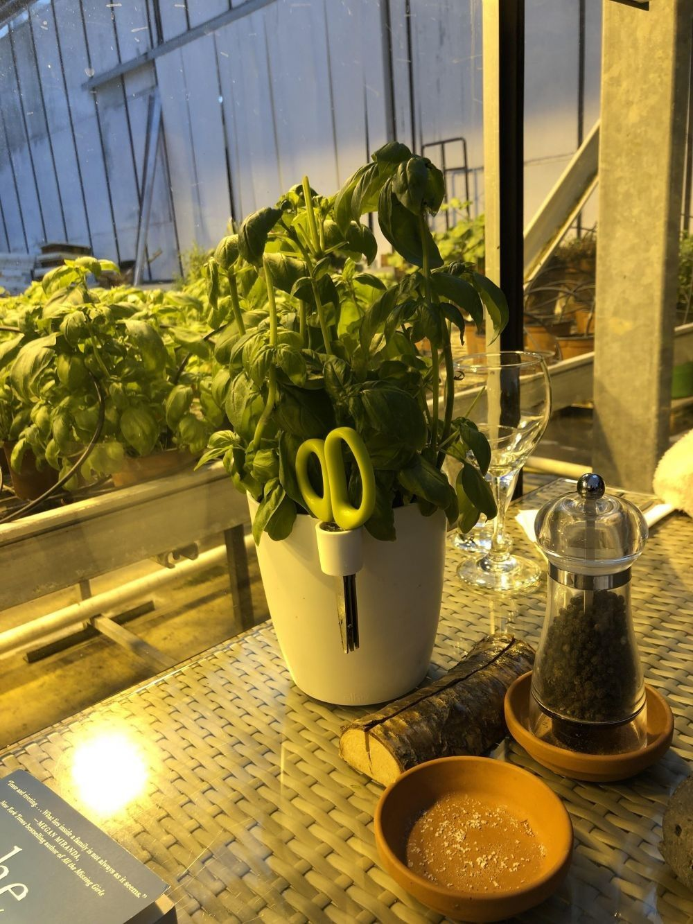 11 Inovasi Tempat Makan Ini Unik Banget, Idenya Brilian dan Helpful