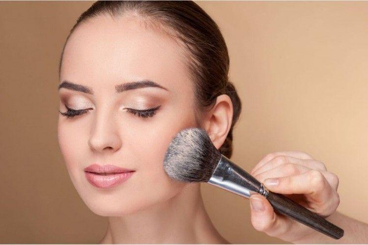 Tidak Hanya Sebagai Makeup, 5 Bedak Tabur Ini Juga Mengobati Jerawat