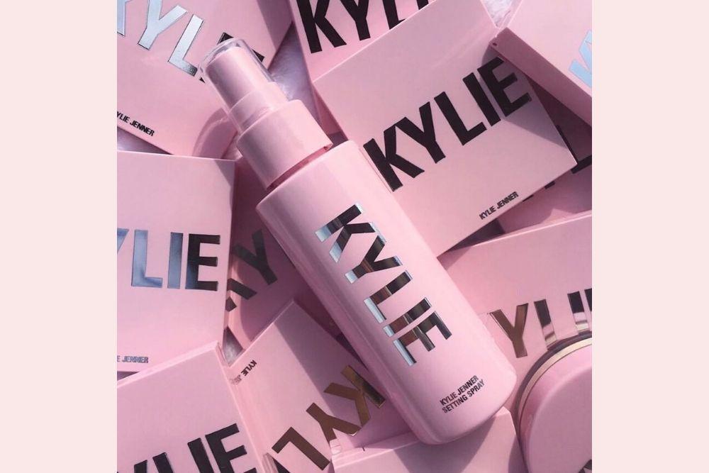 5 Product Kecantikan dari Kylie Jenner yang Wajib Kamu Miliki