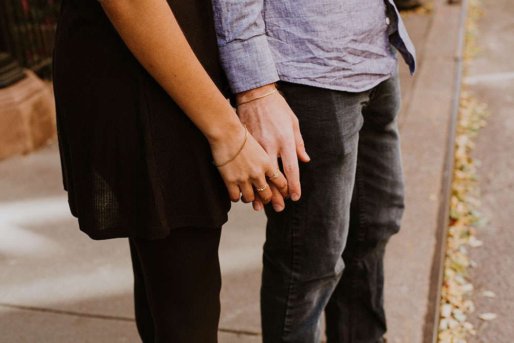 8 Ciri Orang Ekstrovert Jatuh Cinta