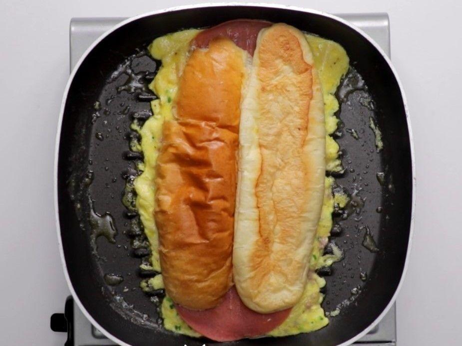 Resep Membuat Roti John yang Praktis dan Enak