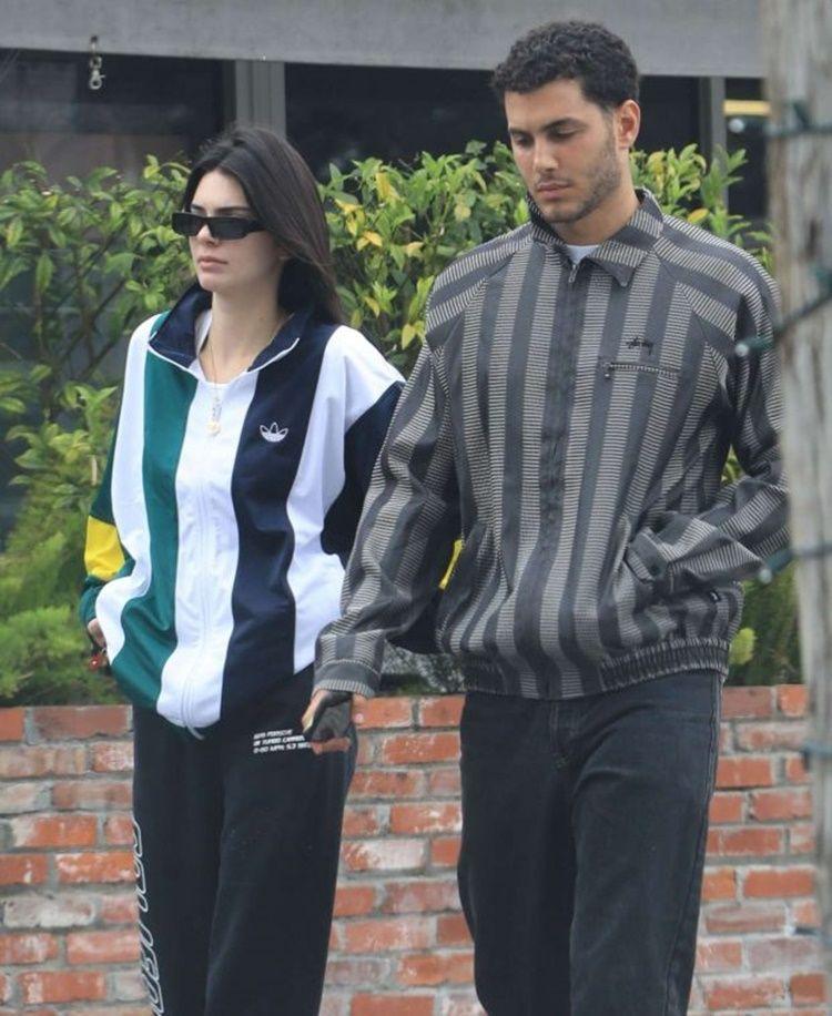 7 Foto Kedekatan Kendall Jenner dan Fai Khadra, Sudah Jadian?