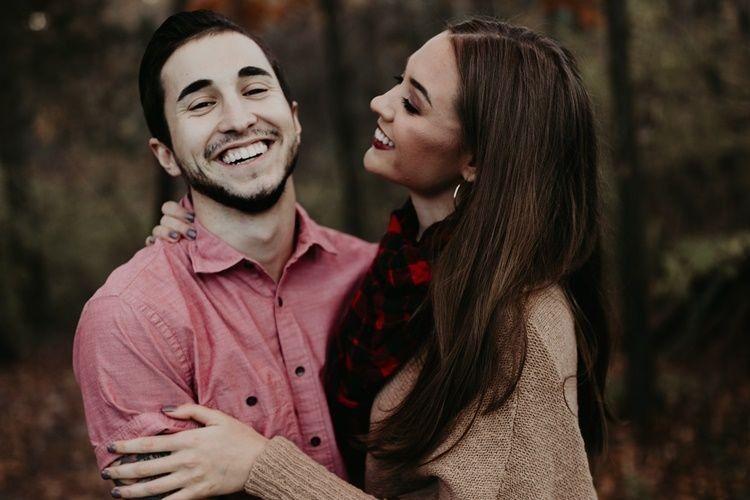 5 Alasan Logis Cinta Saja Nggak Cukup dalam Menjalani Hubungan